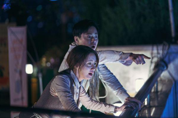 Exit: Tung bộ ảnh ấn tượng của Yoona (SNSD) - Jo Jung Suk, hứa hẹn mang tiếng cười và sự phấn khích cho khán giả - Hình 4