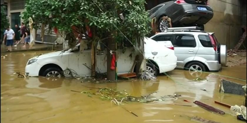 Lũ lụt do mưa lớn làm ít nhất 6 người thương vong - Hình 1