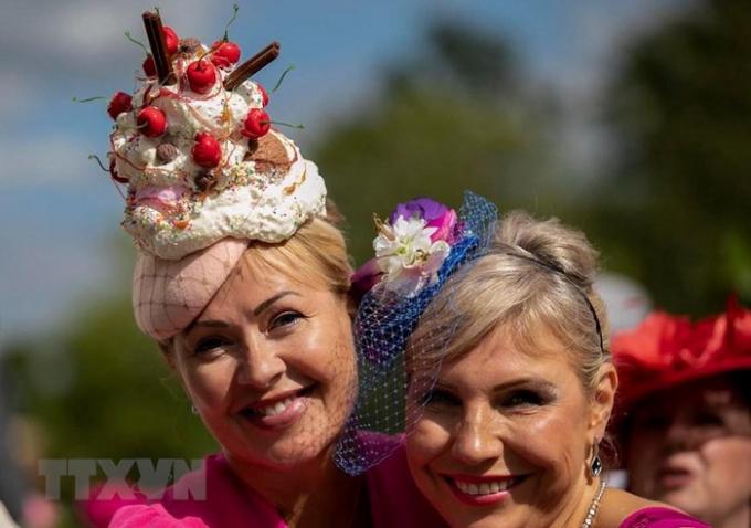 Những chiếc mũ độc đáo tại lễ hội đua ngựa Royal Ascot - Hình 2