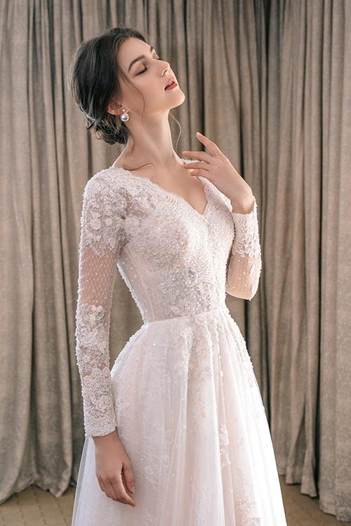 Váy cưới đính ren giúp cô dâu kể chuyện tình yêu - Hình 5
