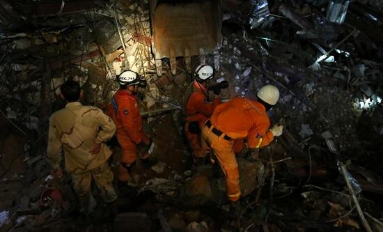 Campuchia mạnh tay sa thải quan chức cấp cao do vụ sập nhà Trung Quốc xây - Hình 1