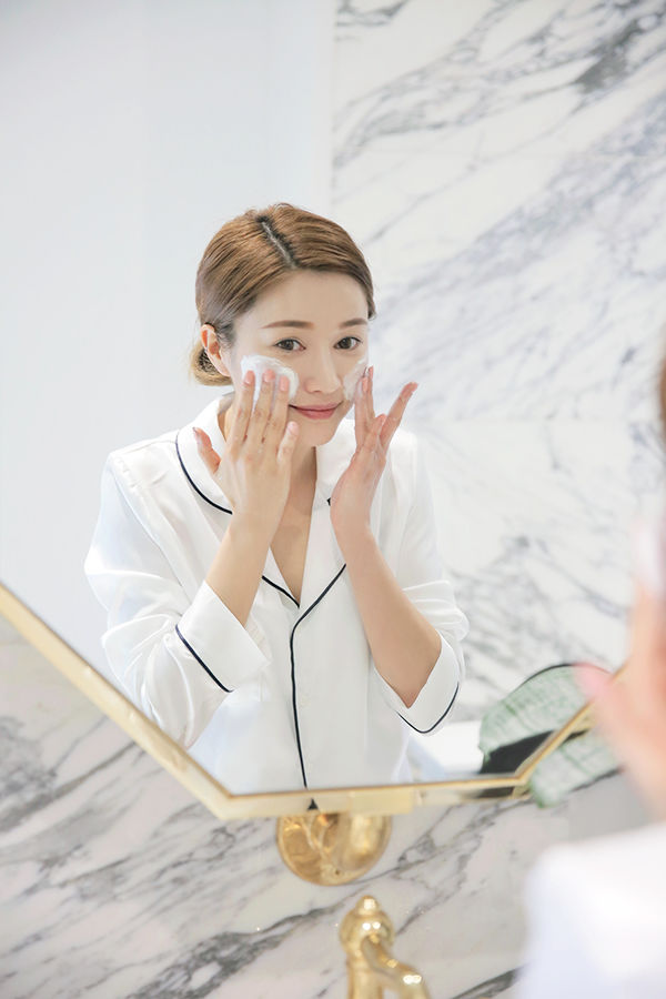 Chăm làm sạch da buổi sáng, mà không cấp ẩm sau khi rửa mặt thì cũng chỉ công dã tràng - Hình 4