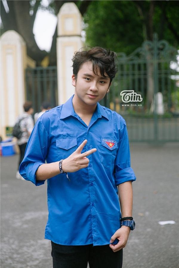 Chàng tình nguyện viên chiếm trọn spotlight tại điểm thi THPT Chu Văn An vì quá đẹp trai - Hình 7