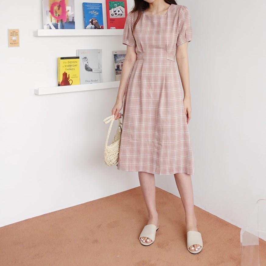 Không chỉ xinh lịm tim, mẫu váy này còn sánh ngang với váy cổ chữ V về khả năng sang chảnh hóa phong cách - Hình 6