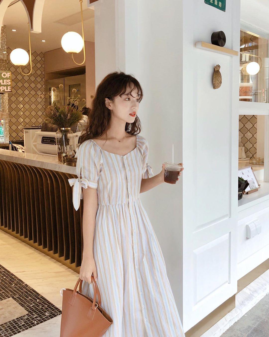 Không chỉ xinh lịm tim, mẫu váy này còn sánh ngang với váy cổ chữ V về khả năng sang chảnh hóa phong cách - Hình 12