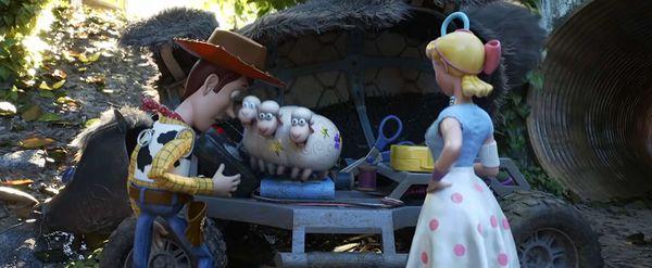 Không phải Woody, đây mới là 2 cô nàng chiếm trọn spotlight trong phim Toy Story 4 - Hình 4