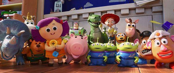 Không phải Woody, đây mới là 2 cô nàng chiếm trọn spotlight trong phim Toy Story 4 - Hình 2