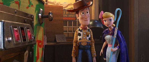 Không phải Woody, đây mới là 2 cô nàng chiếm trọn spotlight trong phim Toy Story 4 - Hình 5