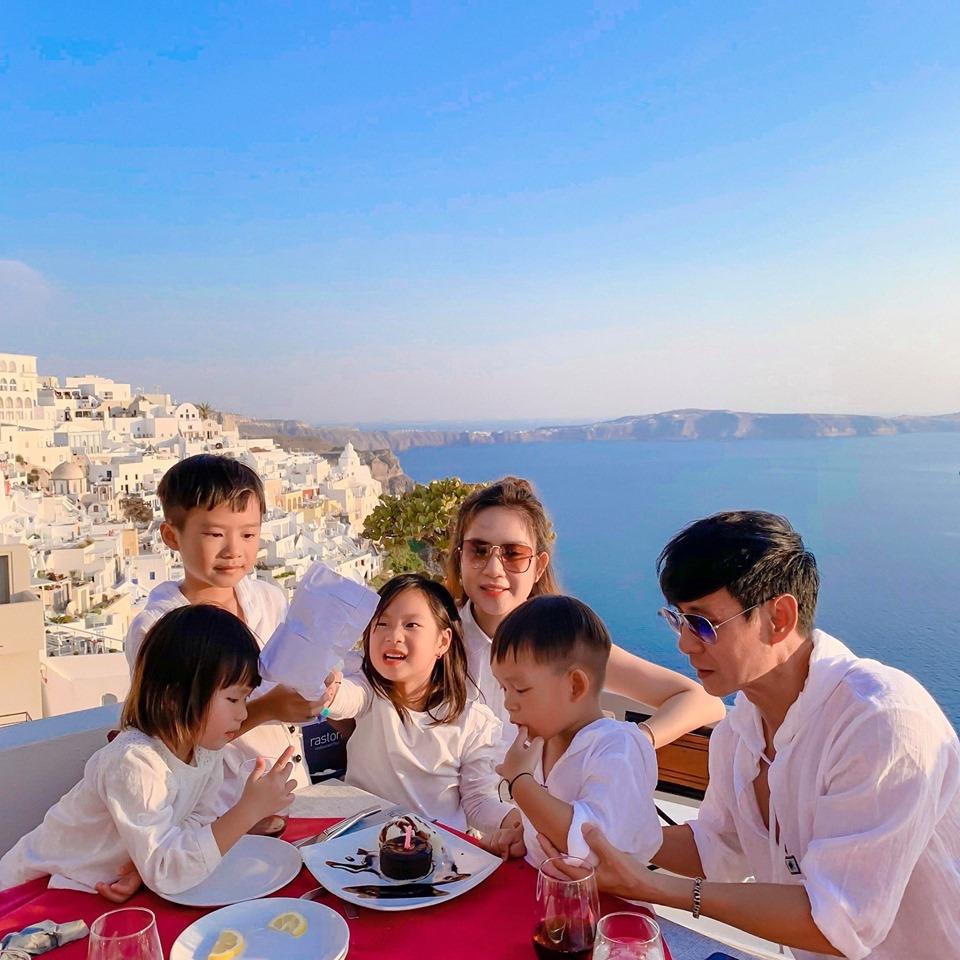 Lý Hải đưa vợ cùng 4 nhóc tỳ sang tận Hy Lạp để tổ chức sinh nhật cho con gái thứ 2 - Hình 2