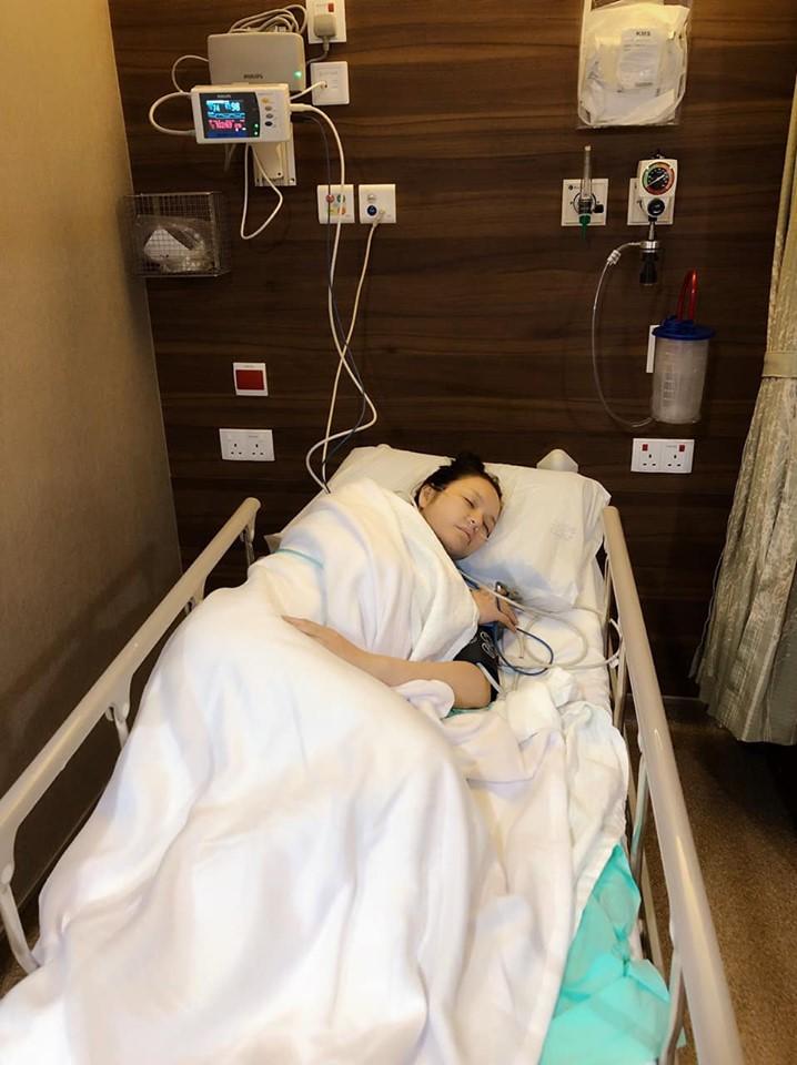 Lý Nhã Kỳ phải nhập viện vì bị bệnh nhưng nhất quyết giấu kín đồng nghiệp và khán giả - Hình 1