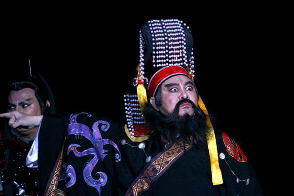 Người hâm mộ vây kín sân khấu xem nghệ sĩ 'cháy hết mình' với văn hoá dân gian - Hình 13