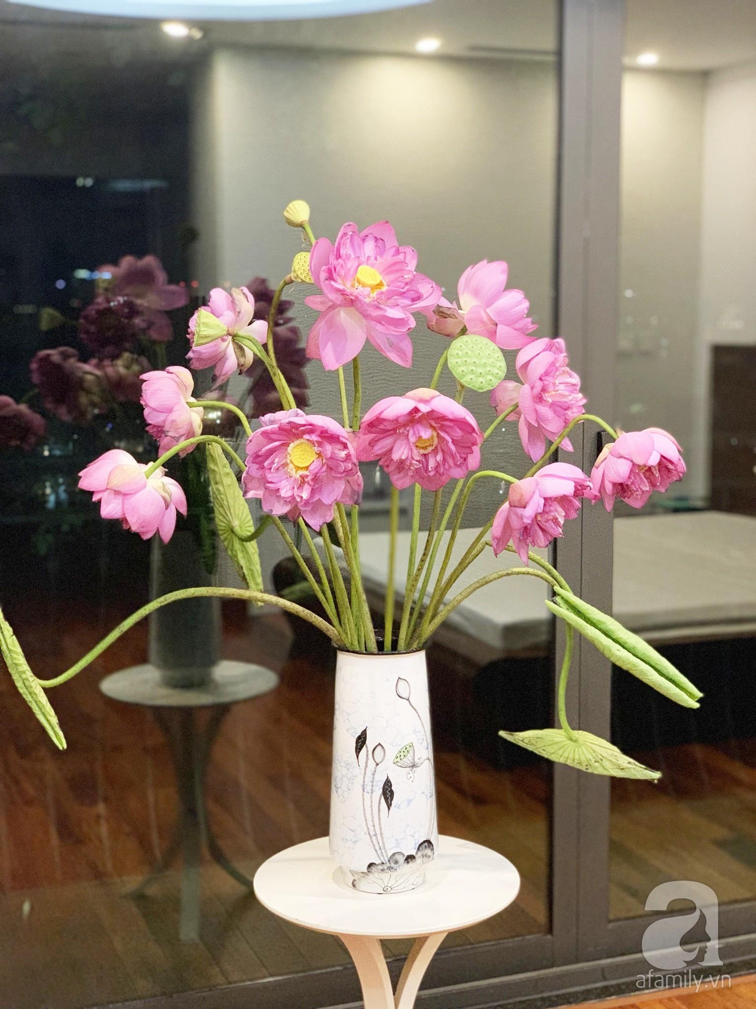 Níu giữ hương mùa hạ với những bình hoa sen đẹp dịu dàng trong tổ ấm của 3 người phụ nữ đảm tại Hà Nội - Hình 10