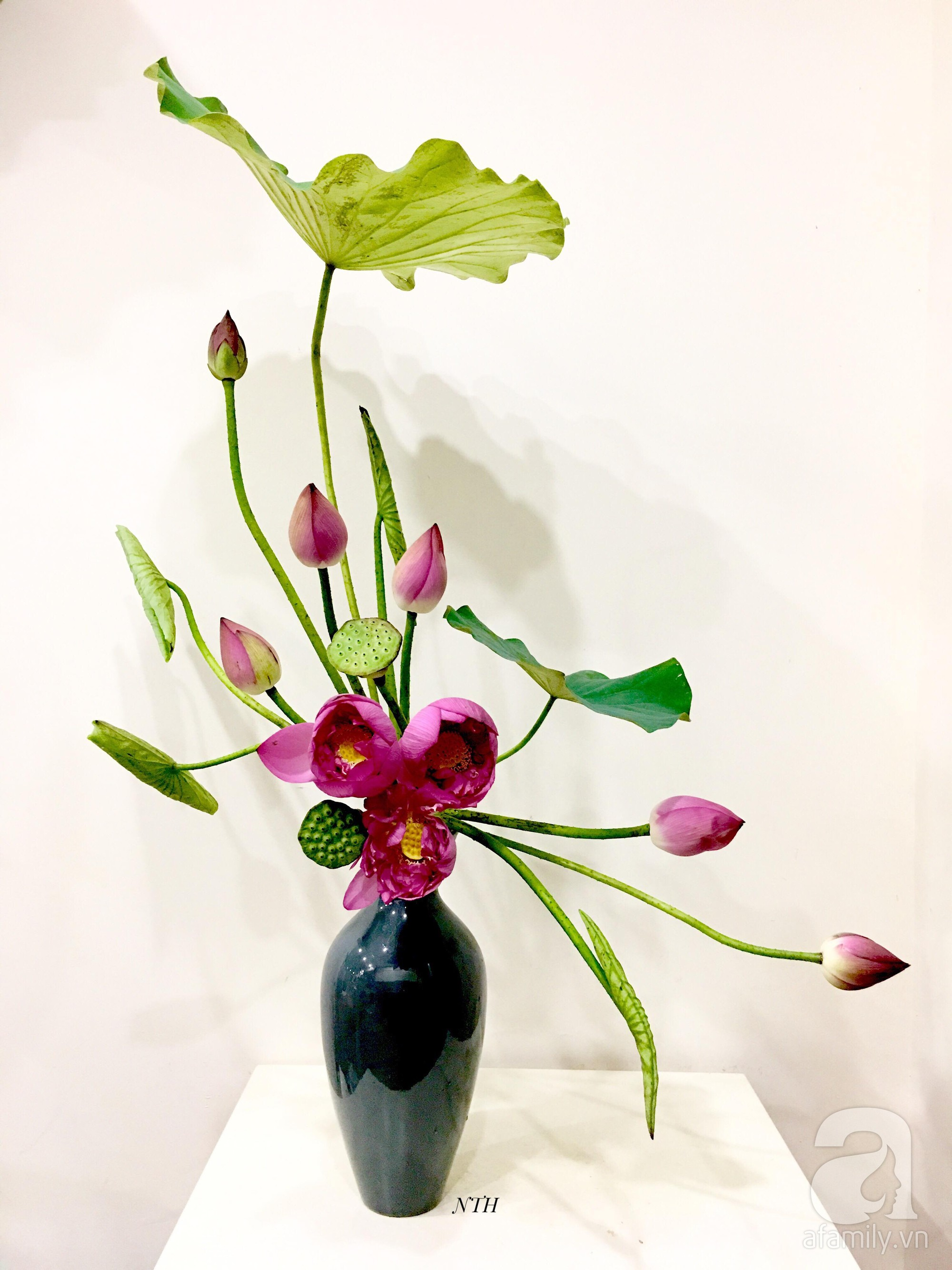 Níu giữ hương mùa hạ với những bình hoa sen đẹp dịu dàng trong tổ ấm của 3 người phụ nữ đảm tại Hà Nội - Hình 28