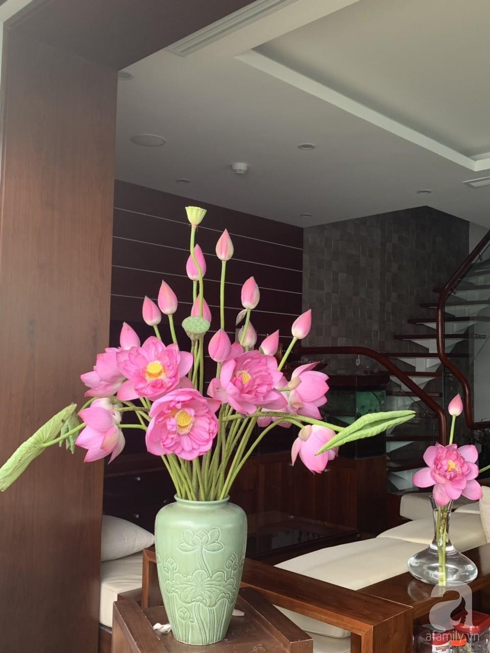 Níu giữ hương mùa hạ với những bình hoa sen đẹp dịu dàng trong tổ ấm của 3 người phụ nữ đảm tại Hà Nội - Hình 13