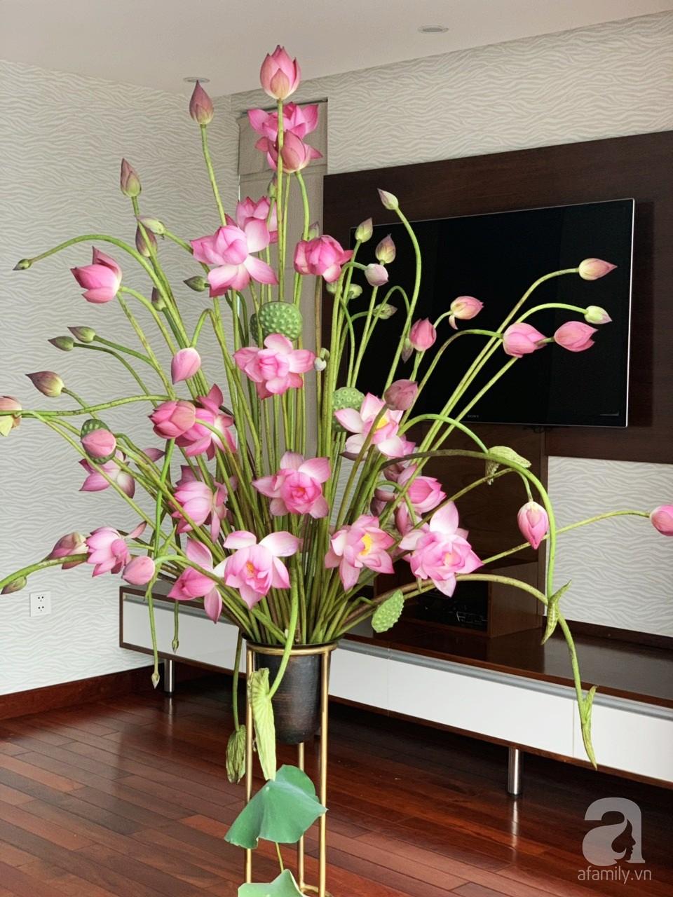 Níu giữ hương mùa hạ với những bình hoa sen đẹp dịu dàng trong tổ ấm của 3 người phụ nữ đảm tại Hà Nội - Hình 11