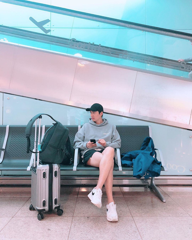 Ở bển nóng quá hay sao mà dạo này Lee Min Ho hay trễ trên và cộc dưới, điệu xinh chúm chím thế này? - Hình 1