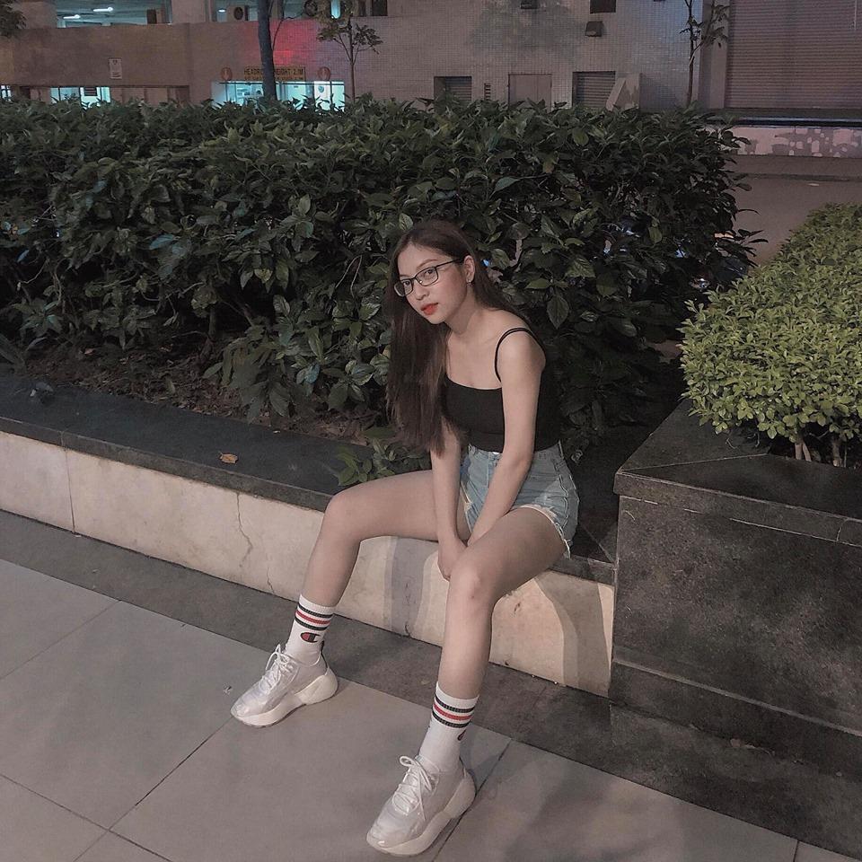 Quang Hải đăng ảnh tình cảm với bạn gái, SAO Việt bình luận rôm rả - Hình 8