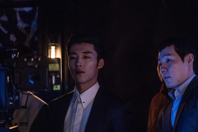 Sau màn cameo bị gọi hồn ầm ĩ trong Kí Sinh Trùng, Park Seo Joon làm mục sư điển trai 6 múi nhất màn ảnh Hàn - Hình 11
