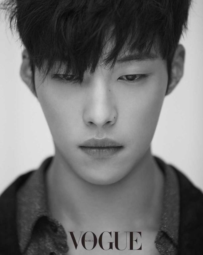 Sau màn cameo bị gọi hồn ầm ĩ trong Kí Sinh Trùng, Park Seo Joon làm mục sư điển trai 6 múi nhất màn ảnh Hàn - Hình 8