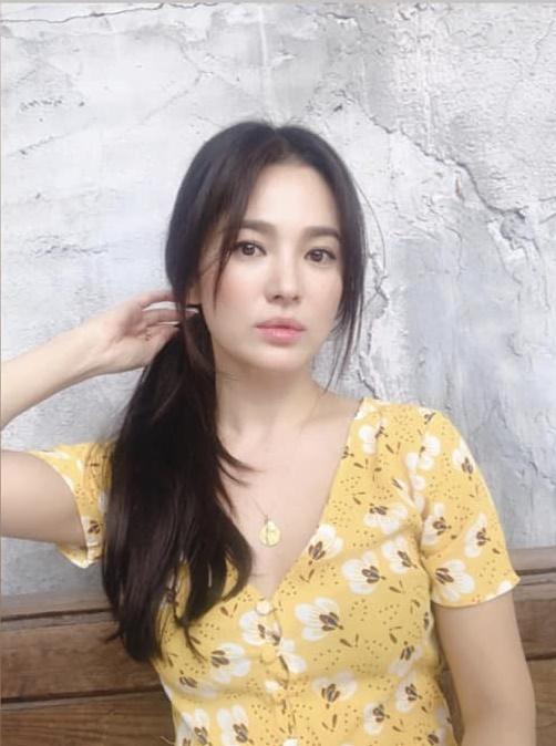 Song Hye Kyo gây thương nhớ khi xuất hiện với mái tóc dài nữ tính - Hình 2