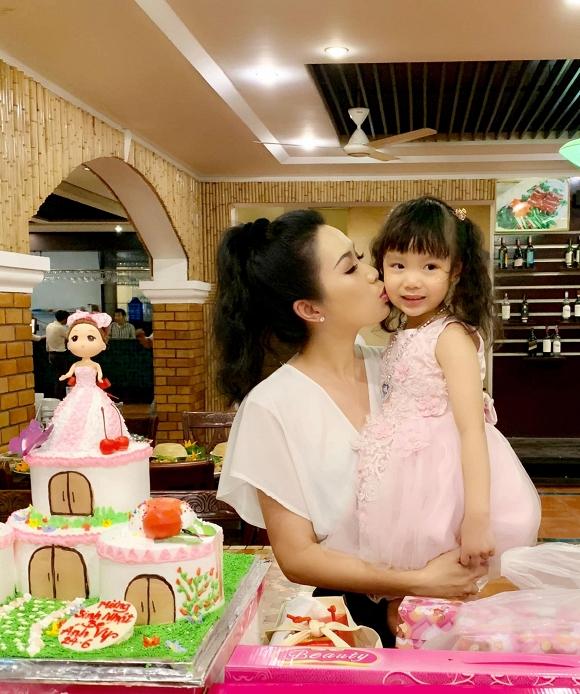 Trịnh Kim Chi tổ chức sinh nhật ấm áp cho công chúa nhỏ - Hình 6
