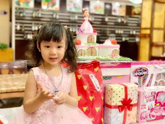 Trịnh Kim Chi tổ chức sinh nhật ấm áp cho công chúa nhỏ - Hình 2