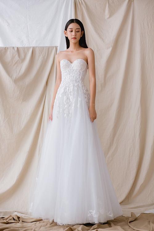 Váy cưới tái hiện câu chuyện tình của cô dâu chú rể - Hình 7