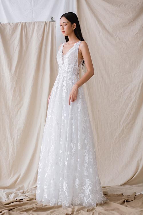 Váy cưới tái hiện câu chuyện tình của cô dâu chú rể - Hình 3