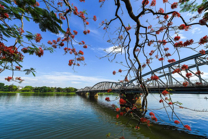 Vẻ đẹp dòng Hương Giang trong tác phẩm Ai đã đặt tên cho dòng sông? - Hình 2