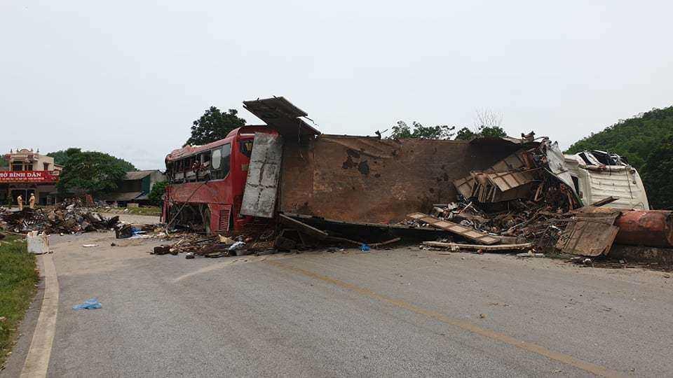 Vì sao chưa khởi tố vụ án tai nạn giao thông thảm khốc ở Hòa Bình? - Hình 1