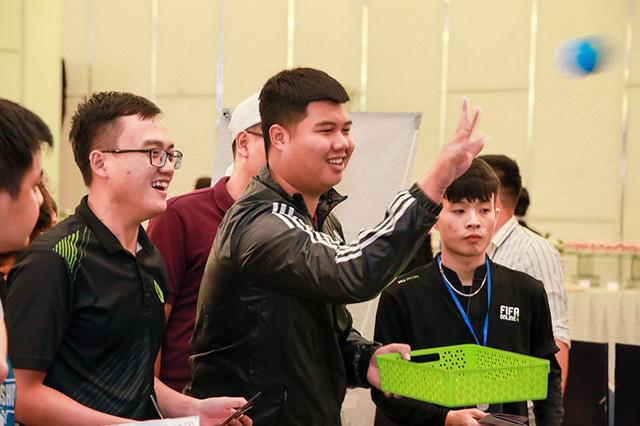 Bất ngờ hành động đội trưởng tuyển Việt Nam tại đại tiệc offline sinh nhật 1 tuổi FIFA Online 4 - Hình 6