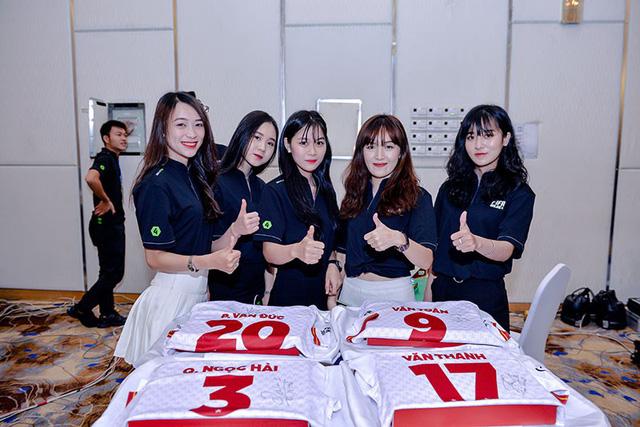 Bất ngờ hành động đội trưởng tuyển Việt Nam tại đại tiệc offline sinh nhật 1 tuổi FIFA Online 4 - Hình 8