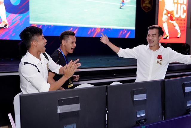 Bất ngờ hành động đội trưởng tuyển Việt Nam tại đại tiệc offline sinh nhật 1 tuổi FIFA Online 4 - Hình 12