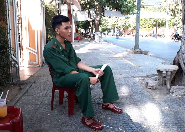 Chàng lính biên phòng được bố đưa đi thi THPT Quốc gia 2019 - Hình 2