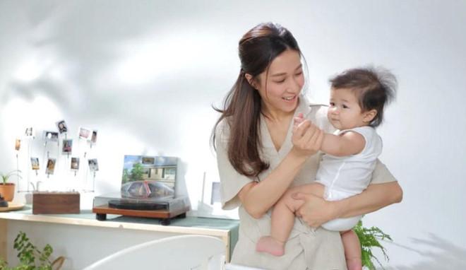 Chung Gia Hân đăng ảnh hạnh phúc bên chồng sau ồn ào hôn nhân rạn nứt - Hình 2