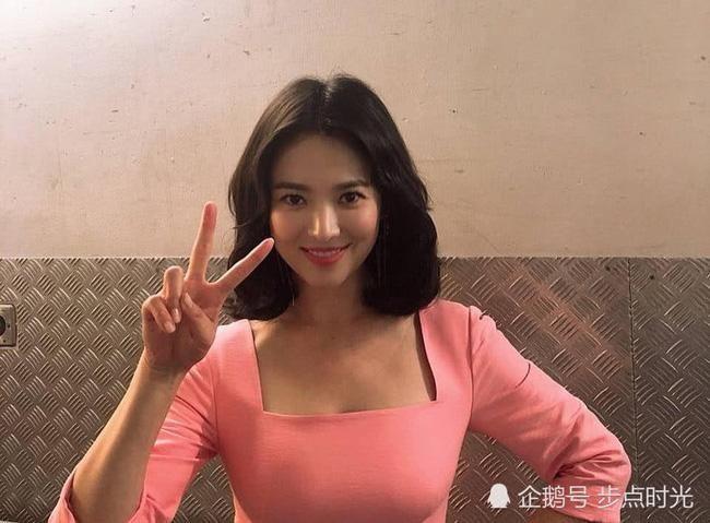 Đột nhiên ngoại hình khác lạ: bánh bèo Song Hye Kyo lấy cảm hứng từ phim mới của chồng - Hình 9