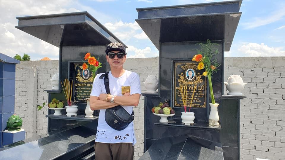 Giữa tin đồn ly hôn Hồng Đào, Quang Minh một mình đưa con gái về Long An thăm mộ gia đình - Hình 3