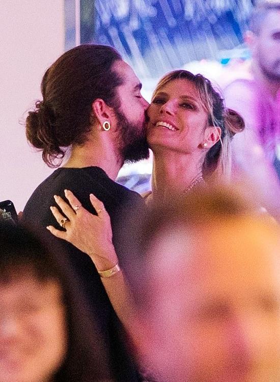 Heidi Klum đắm đuối hôn bồ trẻ mặc con trai chen vào giữa - Hình 1