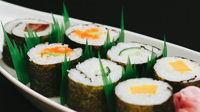 Hoá ra mấy ngọn cỏ xanh trông như nhựa trong hộp sushi mà chúng ta thường thấy không phải để làm màu - Hình 3