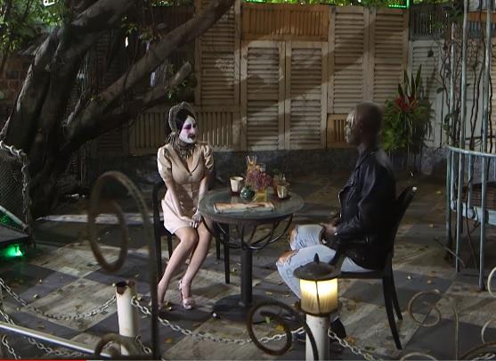 Hot girl Mon 2K hôn nút lưỡi trên truyền hình khiến trai trẻ cực kích thích - Hình 1