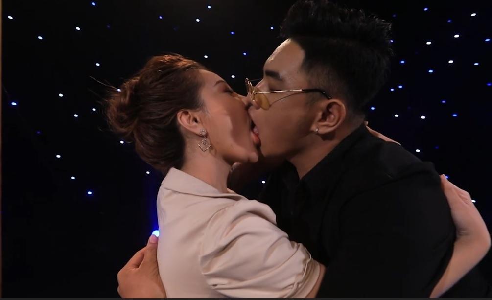 Hot girl Mon 2K hôn nút lưỡi trên truyền hình khiến trai trẻ cực kích thích - Hình 8