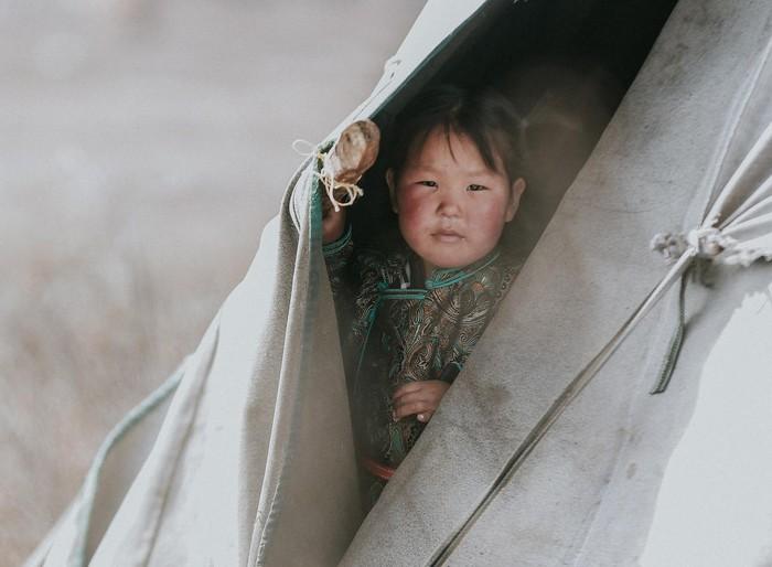 Khám phá cuộc sống du mục của bộ lạc chăn tuần lộc Tsaatan - Hình 12