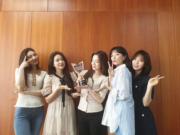 Không tham gia trình diễn, Red Velvet vẫn xuất sắc rinh cúp chiến thắng đầu tiên cho Zimzalabim tại Show Champion - Hình 2