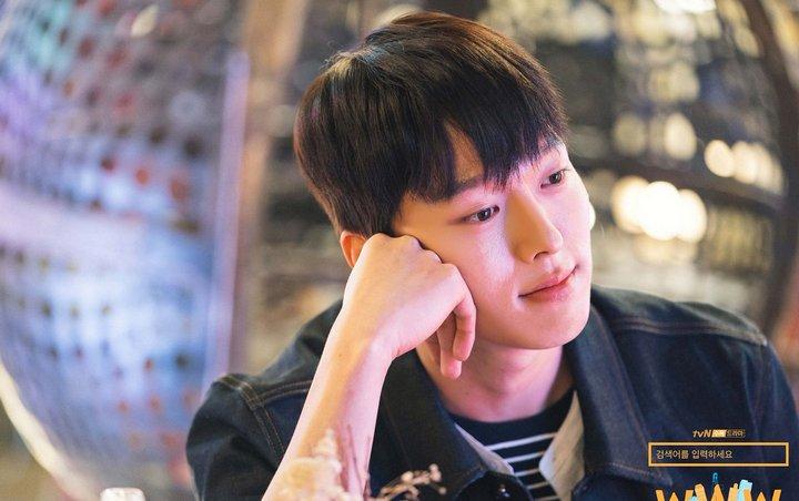 Lâu lắm rồi màn ảnh Hàn mới có chàng phi công thả thính đỉnh cao như Jang Ki Yong trong Search: WWW - Hình 19