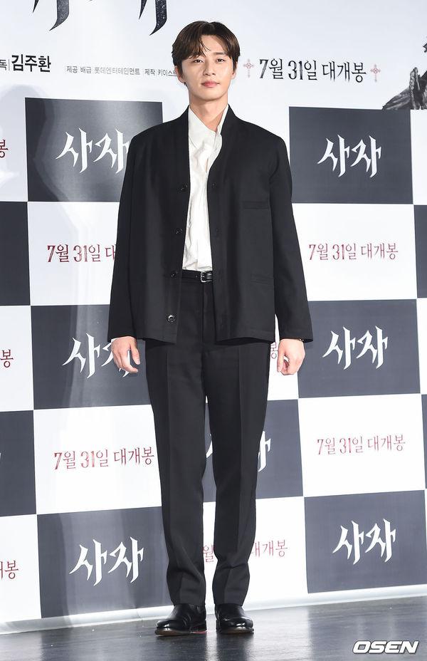 Park Seo Joon đẹp trai, áp đảo Woo Do Hwan tại họp báo phim The Divine Fury - Hình 5