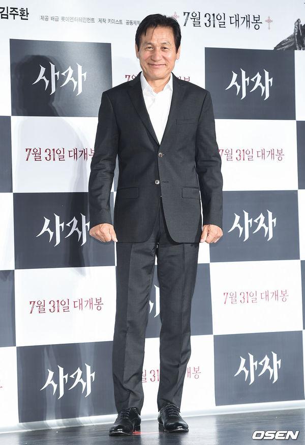 Park Seo Joon đẹp trai, áp đảo Woo Do Hwan tại họp báo phim The Divine Fury - Hình 8