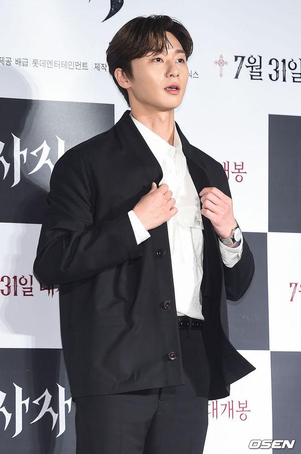 Park Seo Joon đẹp trai, áp đảo Woo Do Hwan tại họp báo phim The Divine Fury - Hình 6