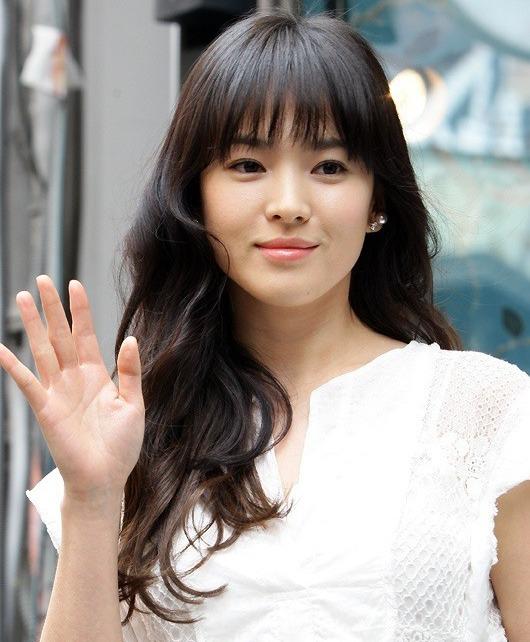 Song Hye Kyo để kiểu tóc nào là tạo trend kiểu tóc nấy, quan trọng nhất là cô ấy luôn đẹp dù có thay đổi như thế nào - Hình 4