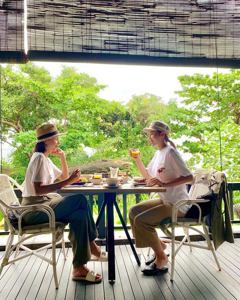 Tăng Thanh Hà cùng chồng đại gia lên rừng xuống biển ủng hộ bạn thân làm phim - Hình 8