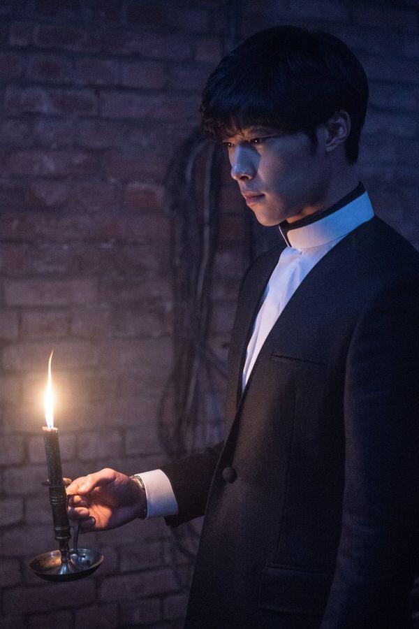 Cận cảnh Park Seo Joon khoe thể hình 6 múi khiến chị em 'chết mê' trong phim điện ảnh sắp ra mắt The Divine Fury - Hình 6